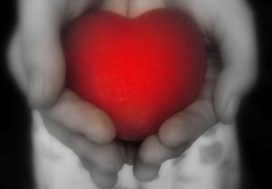 150927_heart_inHands